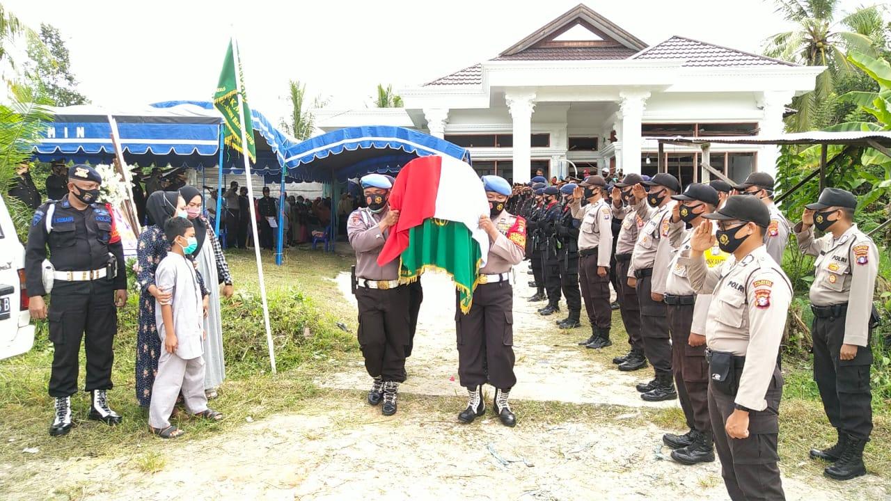 Berikan Penghormatan Terakhir, Polresta Palangka Raya Gelar Upacara Pemakaman Aiptu Anumerta Wahyudi
