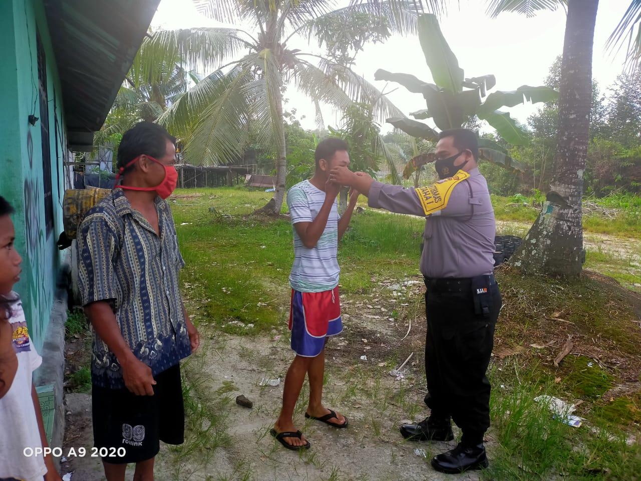 Laksanakan Patroli Sambang, Bhabinkamtibmas Kanarakan Polsek Bukit Batu Sosialisasikan 3M
