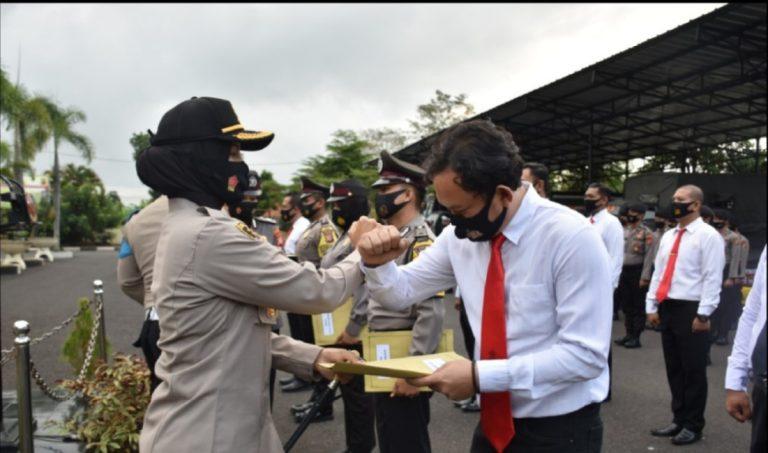 Kapolres Banjar Berikan Penghargaan Pada 12 Personil Polres Banjar Yang Berprestasi