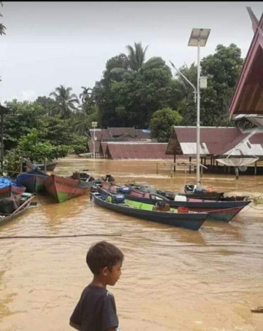Bantuan Bencana Banjir Bupati Seruyan Yulhaidir Menghimbau Kepada Para Camat dan Kades