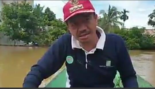 Kunjungi Korban Banjir, Bupati Seruyan Berikan Bantuan