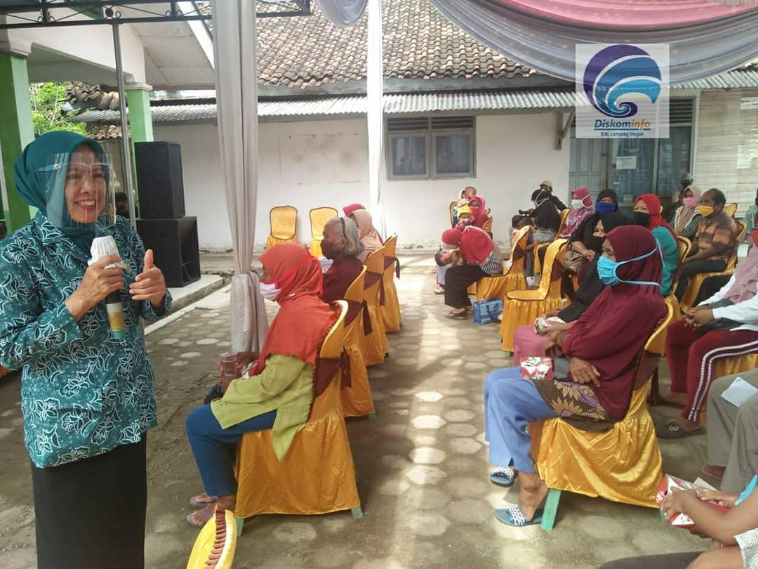 Ketua Tim Penggerak PKK Lampung Tengah Ellya Lusiana Loekman Kunjungi Keluarga ODGJ di Puskesmas Kota Gajah