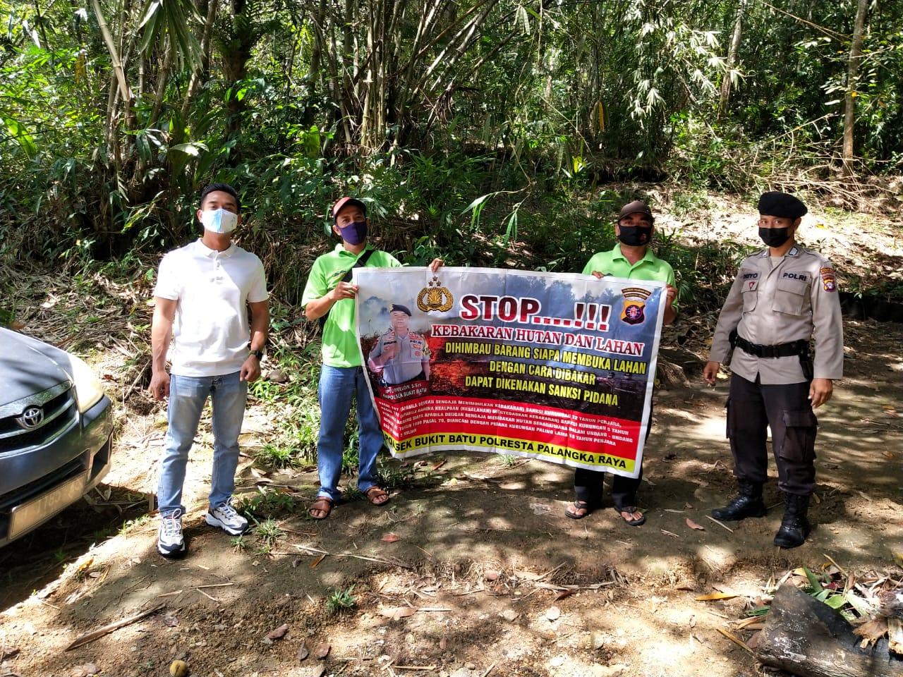 Patroli TWA Batu Banama, Bripka Priyo Sosialisasikan Prokes dan Larangan Karhutla