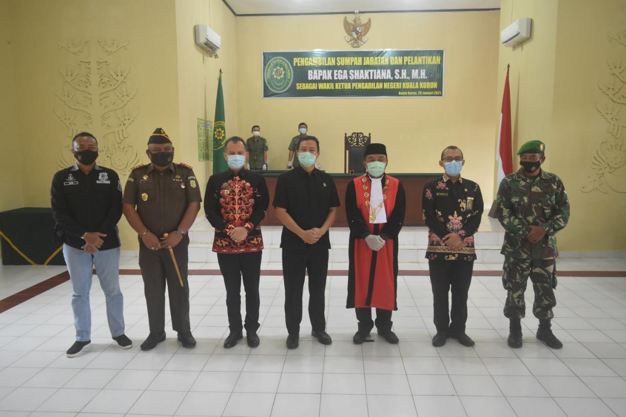 Bupati Menghadiri Pengambilan Sumpah Jabatan dan Pelantikan Wakil Ketua Pengadilan Negeri Kuala Kurun