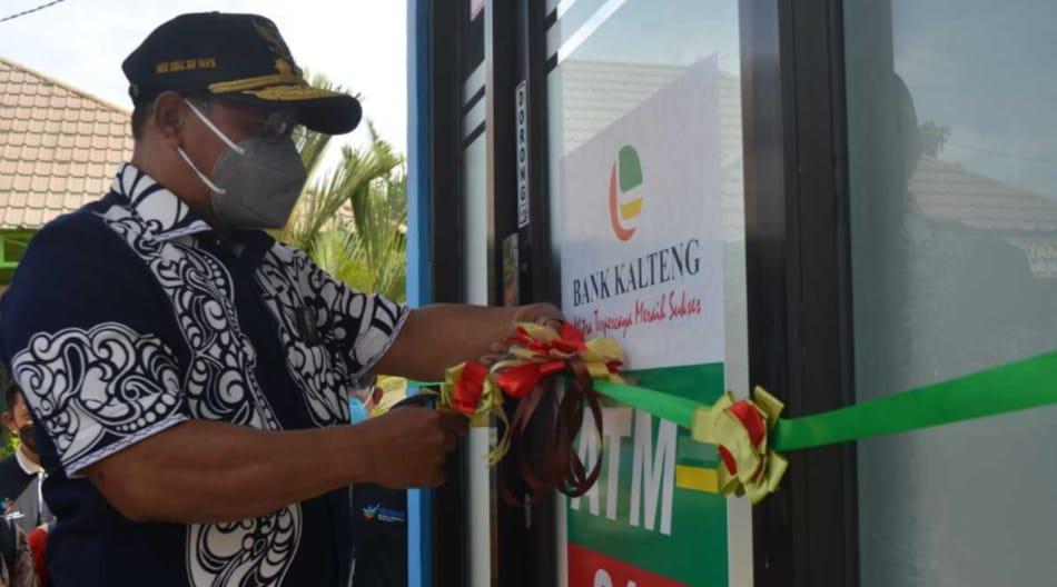 WAKIL GUBERNUR RESMIKAN ATM BANK KALTENG DI DESA BATU AGUNG KECAMATAN SERUYAN TENGAH