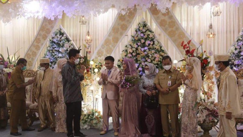 Bupati Barito Utara, H. Nadalsyah Hadiri Resepsi Pernikahan Rifa'i Dengan Ratu