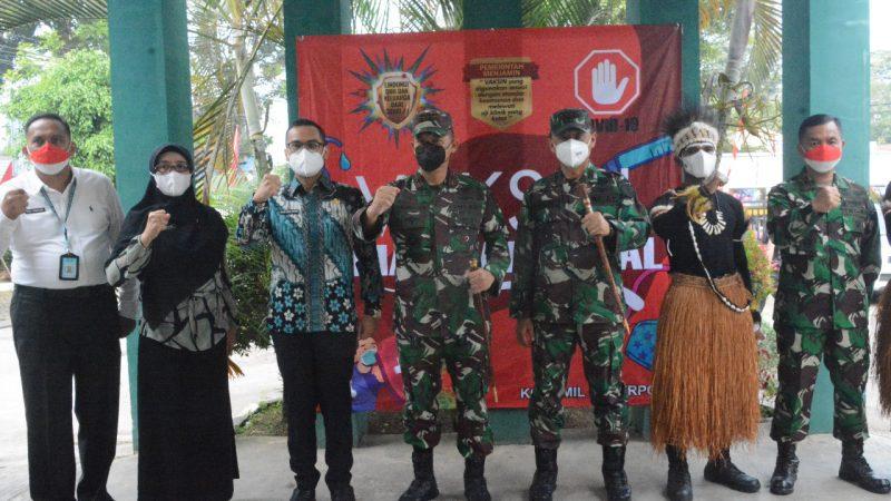 Anggota TNI AD Otsus  Papua  di hadirkan dalam Vaksinasi Dosis 2 Koramil 03/ Serpong