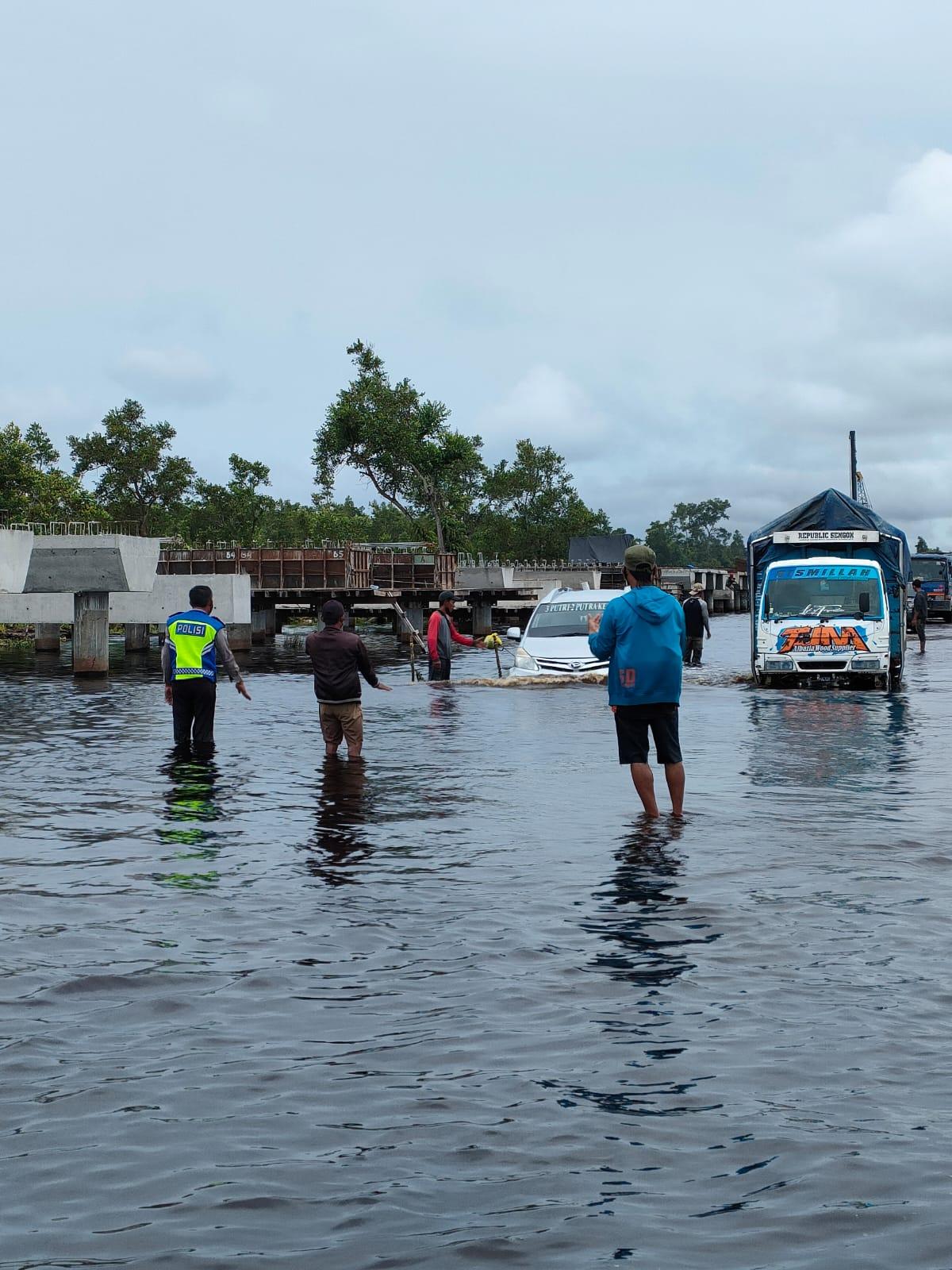 Banjir Berangsur Surut, Minibus Tetap Diimbau Tidak Melintas