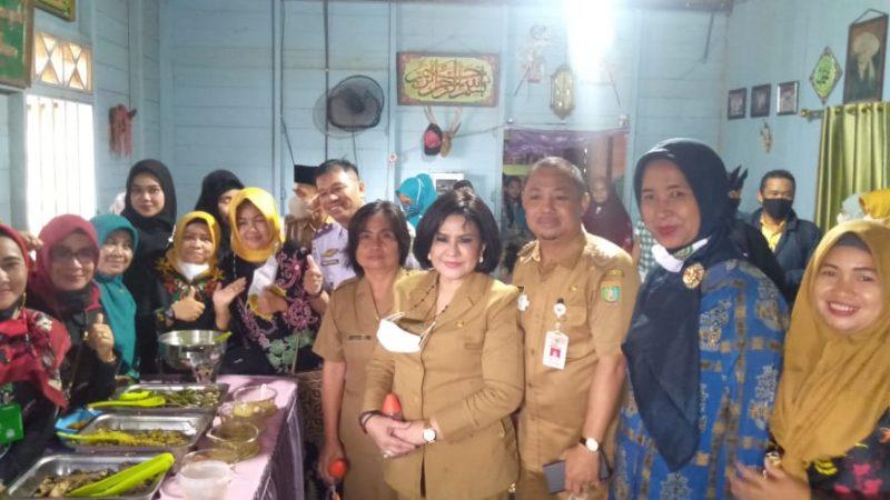 Kunjungan Kerja Bupati Barito Selatan Ke Desa Tampijak Bagikan BLT-DD,KKS,PKH dan BPNT.