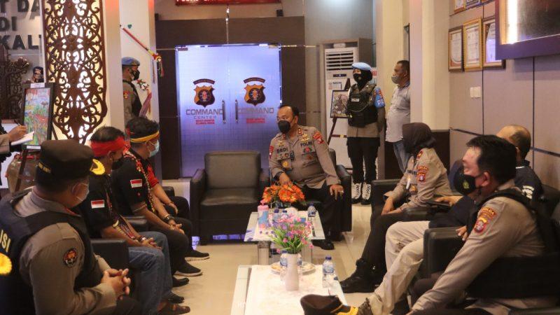Polda Kalteng Kedepankan Sisi Humanis Dalam Pengamanan Aksi Damai di Mapolda Kalteng